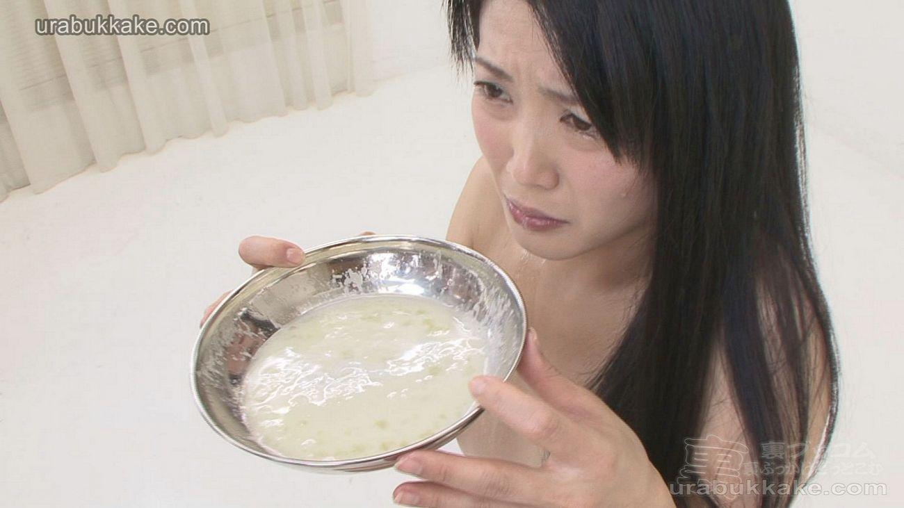 urabukkake girl Yuria jerks and squirts 50 cocks into her bukkake cum collection bowl